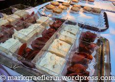 https://markgraeflerin.wordpress.com/2015/09/11/ein-sommernachtstraum-mit-bernd-lafrenz-im-rosengarten-und-ein-elizabethan-dinner-buffet/