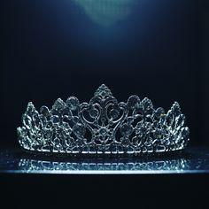 A gorgeous wedding crown