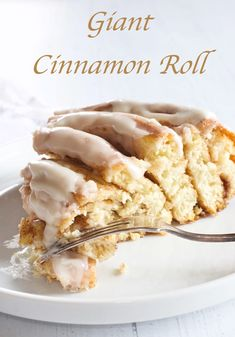 Bring the whole family to the table together with this Giant Cinnamon Roll. See my easy step by step photos. Drizzled with a vanilla butter glaze, it's delicious! Cinnamon Twists, Cinnamon Rolls, Tasty, Yummy Food, Delicious Recipes, Some Recipe, Dinner Rolls, Baking Recipes, Brunch