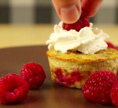Bananowe babeczki z malinami Healthy Alternatives, Cheesecake, Sweets, Food, Gummi Candy, Cheesecakes, Candy, Essen, Goodies