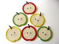 apple #crochet Coasters                                                                                                                                                                                 Más                                                                                                                                                                                 Más