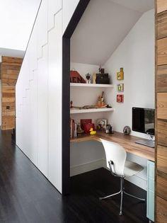 Oficina en casa en el hueco de la escalera