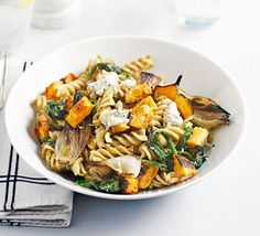 Use your favourite wholemeal shapes and add roasted butternut, shallots, creamy Italian cheese and spinach for a hearty Italian pasta dish