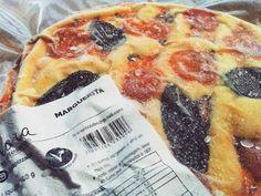 Quem não gosta de pizza bom sujeito não é.  Ainda mais se for vegana, com queijo vegetal e ingredientes frescos.  Encontre em Balneário Camboriú, Itajaí e Florianópolis.  #segundasemcarne #pizza #vegana #vegatariana #congelada #marguerita #queijovegetal #mandiokejo #balneáriocamboriú #Itajaí #floripa #florianopolis