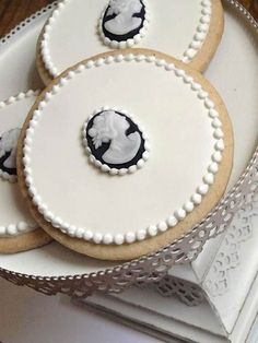 Victorian Cameo cookies. Too pretty to eat!