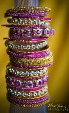 Indian bangles are so fashionable Bollywood, Bridal Bangles, Wedding Jewelry, Indian Accessories, Fashion Accessories, Bling Bling, Bangles Making, Indian Jewelry, Indian Bangles