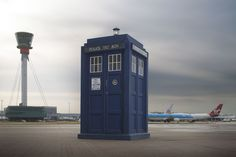 """The """"Doctor Who"""" TARDIS has landed at Heathrow. BBC and Heathrow have teamed up to celebrate the anniversary of """"Doctor Who. Bbc Doctor Who, Twelfth Doctor, Doctor Who Tardis, The New Doctor, Sci Fi Series, Tv Series, Rory Williams, Bbc America, England"""