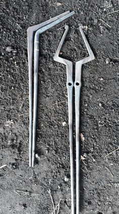Metal Projects, Welding Projects, Metal Crafts, Forging Tongs, Forging Metal, Blacksmith Tongs, Propane Forge, Knife Making Tools, Blacksmith Projects