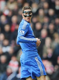 I always thought Fernando Torres looked like Christian Bale. This picture kinda solidifies it. Best Football Players, Soccer Players, Football Soccer, Chelsea Blue, Chelsea Fc, Nike Flyknit Lunar 1, Chelsea Football, Football Pictures, Go Blue
