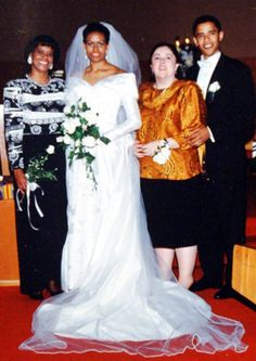 Barack Obama and his bride Michelle Robinson, a fellow Harvard Law School graduate, on their wedding day 3 Oct in Chicago, Illinois. President Barack and Michelle Obama's wedding photos 20 years ago…they look adorable Michelle E Barack Obama, Barack Obama Family, Black Presidents, American Presidents, Joe Biden, Presidente Obama, Malia And Sasha, Barrack Obama, First Black President