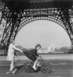 Some perfect Parisian moments courtesy of Robert Doisneau. Peruse more here: http://www.anothermag.com/art-photography/4262/robert-doisneaus-parisian-moments