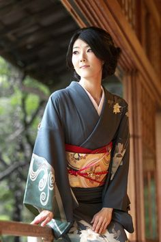 I love this Japanese woman dressed in a traditional kimono. Photography by oonishi. xoxo Marty