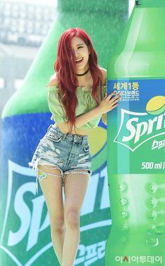 blackpink, rose, and jennie image Kim Jennie, Kpop Girl Groups, Korean Girl Groups, Kpop Girls, Rose Park, Kim Jisoo, Blackpink Photos, Blackpink Fashion, Park Chaeyoung