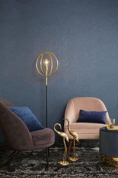 1. Blauw: een betrouwbare basis Blauw doet ontspannen. De kleur van de lucht en de zee geeft een gevoel van vrijheid. Effen blauw heeft een extra rustgevend effect, maar experimenteer met verschillende texturen om het wat spannender te maken. Blauw is betrouwbaar, zeker in een donkere tint: vrij neutraal en gemakkelijk te combineren. 2. Groen: chic… 2016 Trends, New Room, Cosy, Ikea, New Homes, Living Room, Interior Design, Chair, Furniture