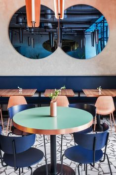 A photogenic palette of warm golds, rich blues, and a dusty pink patina give this Moscow café the influencers' seal of approval… Köche Gourmet Cafe Kusnezki Most Design Café, Cafe Design, Design Ideas, Architecture Restaurant, Interior Architecture, Luxury Interior, Interior Ideas, Blue Cafe, Restaurant Interior Design