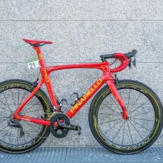 This evening  chrisfroome will roll into Madrid in style. This custom Dogma  F10 is e8bcc0a91