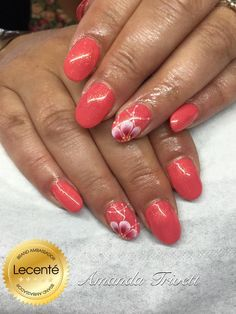 #CND #shellac Tropix & gold VIP status with #handpainted #design using #Lecenté detailer #brushes #nails by amanda trivett #lovelecente #lecentebrushes #freehand #nailart