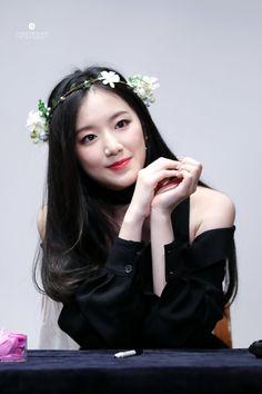 SHUHUA Kpop Girl Groups, Korean Girl Groups, Kpop Girls, Girl With Hat, My Girl, K Pop, Divas, Saranghae, Cube Entertainment