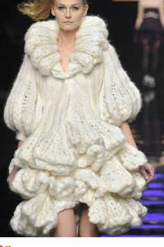 at Milan Fashion Week Fall 2008 Chunky Knitwear sculptural knitted dress with bell sleeves & tiered ruffles - ByblosChunky Knitwear sculptural knitted dress with bell sleeves & tiered ruffles - Byblos Fashion Details, Look Fashion, Fashion Design, Milan Fashion, Couture Details, Knitwear Fashion, Crochet Fashion, Avantgarde Mode, Chunky Knitwear