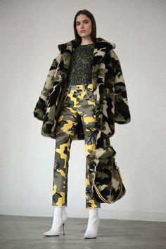 Pam & Gela Fall 2019 Ready-to-Wear Fashion Show Collection: See the complete Pam & Gela Fall 2019 Ready-to-Wear collection. Look 1 Military Looks, Military Girl, Military Chic, Military Inspired Fashion, Military Fashion, Fashion Week, Runway Fashion, Fashion Trends, Vogue Fashion