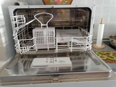 Το ήξερες; ΕΤΣΙ θα εξαφανίσεις όλα τα ΜΙΚΡΟΒΙΑ από το πλυντήριο των πιάτων! Έτσι θαεξαφανίσετε τα μικρόβιααπό τοπλυντήριο πιάτων, εξασφαλίζοντας πιο υγιεινά σκεύη για εσάς και την οικογένειά σας... -Αδειάστε καλά το πλυντήριο και βγάλτε το κάτω καλάθι, όσο πιο έξω γίνεται (αν γίνεται και εντελώς, ακόμα καλύτερα). Εντοπίστε την υποδοχή της αποχέτευσης, και καθαρίστε… Cleaners Homemade, Windows Server, Kitchen Hacks, Organization Hacks, Homemaking, Housekeeping, Clean House, Cleaning Hacks, Helpful Hints