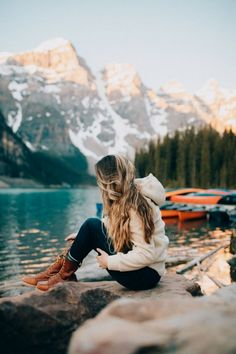 Discover the top 20 most adventurous things to do in Banff National Park! We're sharing the best hikes, lakes, activities, and so much more! We'll show you classics like Moraine Lake and Lake Louise, but also hidden gems like Johnston Cave! Parc National, Banff National Park, National Forest, Travel Photographie, Adventurous Things To Do, Hiking Photography, Adventure Photography, Nature Photography, Travel Photos