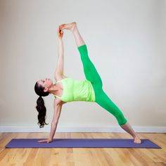 Here's a way you can gently use your upper-body strength to help your legs move into split position. From Downward Facing Dog, step both feet together so your big toes are touching. Move your right hand over to the left six or so inches so it's at the Splits Stretches, Ballet Stretches, Easy Stretches, 2016 Goals, How To Do Splits, Increase Flexibility, Flexibility Training, Fitness Photos, Back Muscles