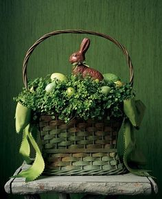 Easter basket ideas, Pretty Easter Basket, Rustic Easter craft ideas, Easter party decorations  #Easter #ideas #holiday www.loveitsomuch.com