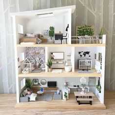 A small room of this bespoke doll& house that .- Ein kleines Zimmer dieses maßgefertigten Puppenhauses, das ich vor einiger Zeit… A small room in this custom-made doll& house that I turned into a … - Best Doll House, Barbie Doll House, Doll House Modern, Wooden Barbie House, Kids Doll House, Doll House Plans, Diy Dollhouse, Dollhouse Interiors, Modern Dollhouse Furniture