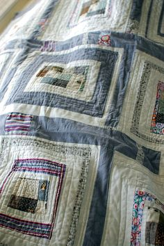 Love the little centers in this log cabin quilt