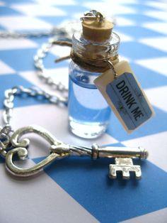 Alice In Wonderland Necklace :) Alice In Wonderland Accessories, Jewelry Box, Unique Jewelry, Jewlery, Alice In Wonderland Costume, Angels And Demons, Rocker Chic, Geek Stuff, Bling