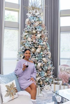 Living Room Christmas Tree - Pops of Color Home Christmas Tree Colour Scheme, Teal Christmas Tree, Turquoise Christmas, Elegant Christmas Trees, Coastal Christmas Decor, Christmas Tree Themes, Noel Christmas, Xmas Tree, Christmas Tree Inspiration