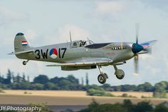 C61Z5250 | Flickr : partage de photos ! Post war Czech schemed Supermarine Spitfire. Duxford Air Show 2013.