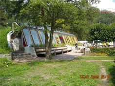 Performance Earthship Design, Earthship Home, Earth Sheltered Homes, Passive Solar Homes, Eco Buildings, Houses Of The Holy, Underground Homes, A Frame House, Solar House