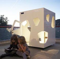 A casa de boneca Kyoto Mini, da Smartplayhouse (www.smartplayhouse.com), tem um estilo futurista e está à venda por 2.750 euros, o que equivale a R$ 11.840,95. A construção para crianças mede 1,40 m x 1,40 m x 1,50 m e possui nove janelas I Valor referente à cotação do dia 27.10.2015