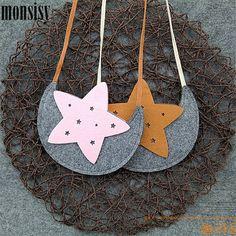 Купить товарMonsisy ребенком мешок для девушка сумка мультфильм луна звезды детские портмоне и сумки для детей кошелек мальчик маленький сумка в категории  на AliExpress. Monsisy ребенком мешок для девушка сумка мультфильм луна звезды детские портмоне и сумки для детей кошелек мальчик маленький сумка Diy Bags Purses, Diy Purse, Sewing Crafts, Sewing Projects, Girls Messenger Bag, Owl Bags, Animal Bag, Girls Bags, Fabric Jewelry
