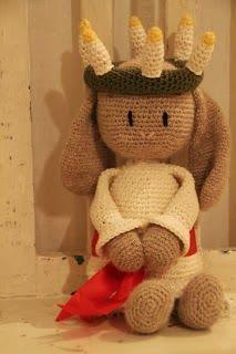 Ravelry: Kanin i Lucia-kläder pattern by Charlotte Larsson Crochet Bunny, Crochet Animals, Crochet Toys, Some Ideas, Tatting, Dinosaur Stuffed Animal, Diy Crafts, Pattern, Inspiration