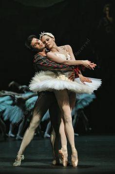 Igone de Jongh & Casey Herd in Swan Lake, Dutch National Ballet
