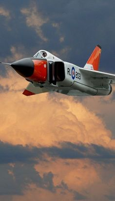 A plane that exceeded all expectations. The program was mysteriously cancelled by the Canadian government and all aircraft were destroyed. Military Jets, Military Aircraft, Fighter Aircraft, Fighter Jets, Zeppelin, Avro Arrow, Experimental Aircraft, Aircraft Photos, Jet Engine