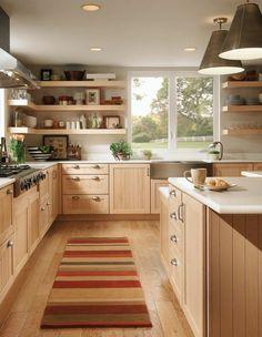 parquet chene massif clair, cuisine en bois clair, tapis coloré, meubles en bois clair