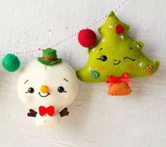 Christmas garland with Rudoph Snowmen and image 2 Felt Christmas Ornaments, Handmade Ornaments, Handmade Christmas, Christmas Fun, Felt Crafts, Holiday Crafts, Diy And Crafts, Felt Decorations, Christmas Decorations