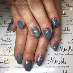 #grey #sparkle #glitter #oval #pretty #elegant #beautiful #gelnails #nailart #naildesign #nails #handpainted