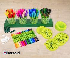 Ihr wollt den perfekten Regenbogen? Mit den Fasermalern von Jollyaustria ist das kein Problem. Die Fasermaler haben eine extra dicke Spitze, die nicht eingedrückt werden kann! Sie sind wiederbefüll- und auswaschbar. Im XL Set kommt die Station, 84 Stifte in 14 Farben, Ersatzminen, Ersatzdeckel und 4 Wasserbehälter. Damit können eure Kinder ihrer Fantasie freien Lauf lassen.   Basteln und Malen mit Kindern   Grundschulideen   Kunstunterricht Art Supplies, Teaching Ideas, Vibrant Colors, Art Education Resources, Lace, Crafting, Magnets