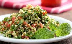 Dieser gemische Salat aus Bulgur - Tabbouleh - einer gesunden Ernährung bei. Bulgur ist sehr nährstoffreich. Bulgur enthält neben verschiedene B-Vitaminen auch Vitamin E und die Mineralstoffe Kalzium, Magnesium und Phosphor. Bulgur ist für Menschen, die glutenempfindlich sind, nicht geeignet.