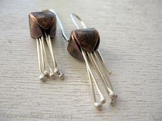 Orecchini in rame e argento 925 fiore bocciolo corolla bud- orecchino forgiato a mano-gioiello in serie limitata-spedizione gratuita di Petrahandmadejewelry su Etsy