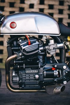 Honda Cafe Racer by Sacha Lakic Design Cx500 Cafe Racer, Cafe Racers, Cafe Racer Logo, Cafe Racer Moderne, Modern Cafe Racer, Custom Cafe Racer, Cafe Racer Build, Motorcycle Engine, Cafe Racer Motorcycle