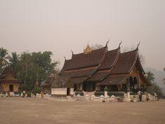 Construit en 1560, le Wat Xieng Thong est un temple le plus conseillé à Luang Prabang. (Photo prise par orbit62)