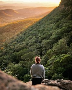 Sunday sunset moments 😍🏔 📷 @sarakeith_ #theoutdoorconnection #campingaustralia #exploreaustralia #weareexplorers #offroad #4x4 #campinggoals #camperlifestyle #campingadventures #stargazing #tent #campsite #campingwithdogs #tentdiaries #australian_vacations #beautifuldestinations #seeaustralia #explore #adventures #beautiful_world #travel #solotraveller #travelphotography #traveller #wander #offthebeatentrack #dogsofinstagram