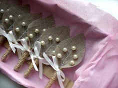 Conjunto de arpillera ramita 8-marfil perla Boutonniere
