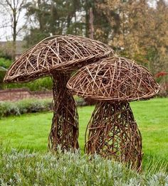 Garden Deco - The Visual Vamp - The elusive magic / garden art Garden Deco - The Visual Vamp - The elusive magic - Japanese Garden Design Garden Crafts, Garden Projects, Garden Art, Garden Types, Herbs Garden, Art Crafts, Outdoor Art, Outdoor Gardens, Willow Weaving